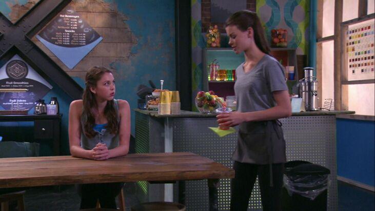 (Notando que Amy estaba mal, Heather le da a Amy un zumo complementario
