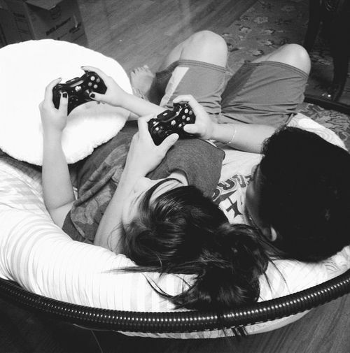 Dele Alli play videogames together (Fortnite, as Dele loves it)!