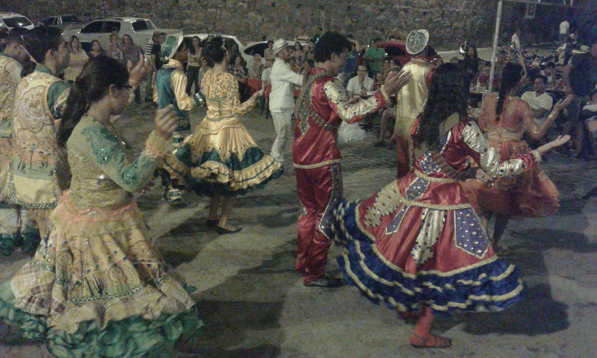 La frutilla del postre de la llevan las famosas y coloridas cuadrilhas en honor a la fiesta de Saõ Joaõ - San Juan -
