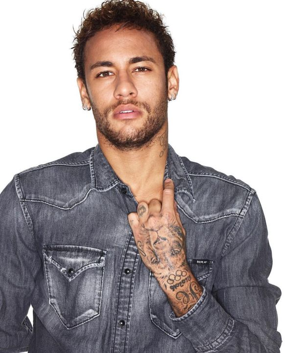 SOME GOOD FOOTBALL PLAYER TOO DUMB BITCH LEFT BARCELONA FOR PARIS THATS WHAT DUMB PPL DO BUT I CANT CHAT I HAD MY FIRST CHILD WITH HIM
