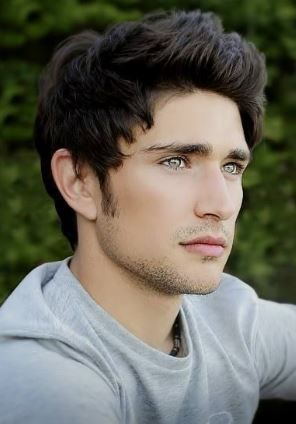 I think this is Matt Dallas who plays Xander if i'm wrong correct me please