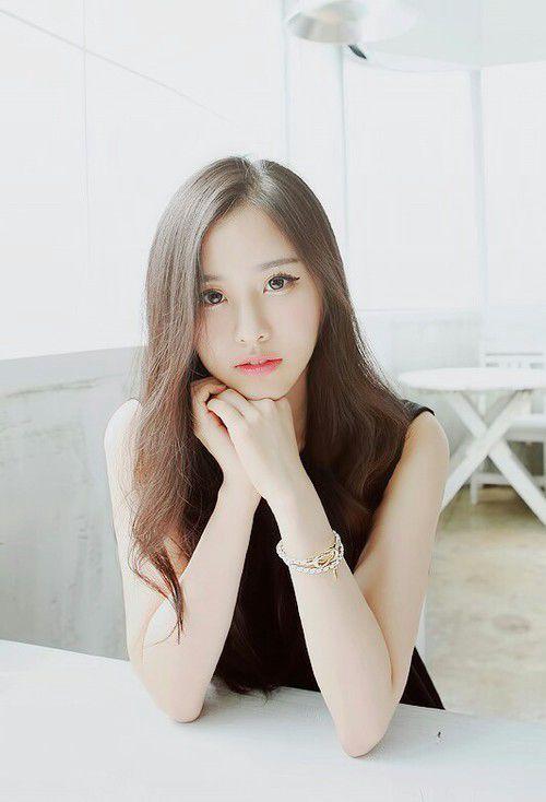 Dan terakhir ada sekretaris Taeyeon, baru berusia 25 tahun yang selalu mengikuti kegiatan Taeyeon dan menjadi sahabat dari Tiffany