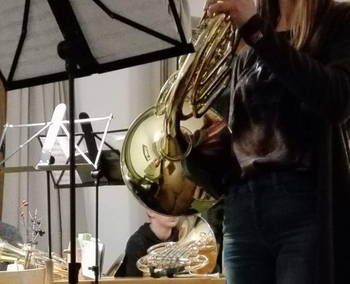Ich muss sagen, dass ich früher kein allzu großer Fan von Blasinstrumenten war, sie mittlerweile aber total feiere! Es lebe das Horn, huche!