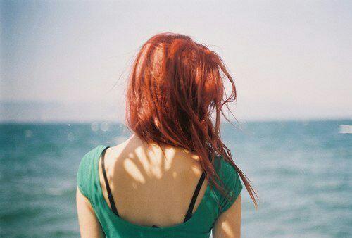 фото рыжих девушек вид сзади