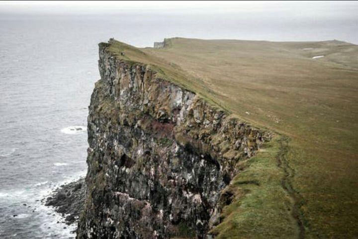 I saw a  cliff
