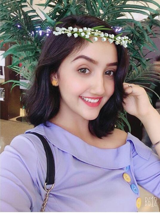 Hopelessly romanticA daydreamerLoves adventuresVery good at sportsA good friend of Avneet,Jannat,Reem and VaishnaviBest friend: Ashnoor KaurThinks of Bhavesh as his Bf in her daydreams and only Ashnoor knows about itNickname: Rosho