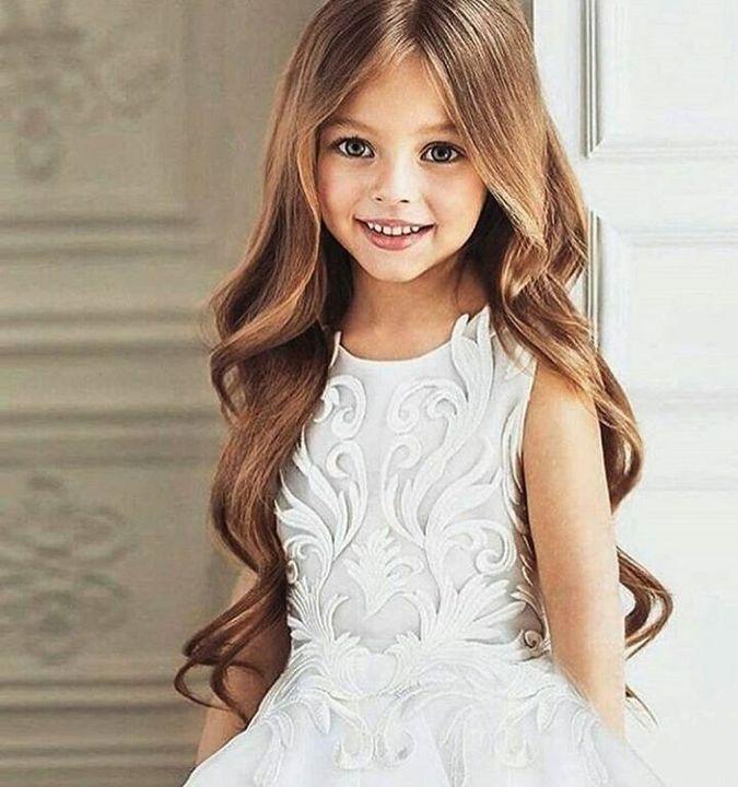 Eu sou a Konnie Giulia Rivers, a adorável irmãzinha do Cauê, o anjinho da família Rivers