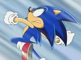 Sonic sigue atacando con rapidez y va cambiando el ritmo de sus golpes, acertando varios de ellos