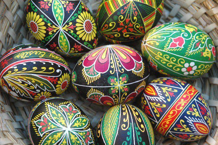 Zdobienie jaj było znane Słowianom już wcześniej i zwyczaj ten został przeniesiony do chrześcijaństwa z obrządku pogańskiego