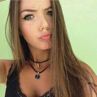 - Oii Eu Sou A Priscilla Tenho 18 Anos e Sou a Namorada do Felipe Amo Ele Muito Também Moro No Rio de Janeiro e Podem Tirar O Olho Dele Tá Ele e Só Meu Suas Ridículas e Não Gosto da Isabella