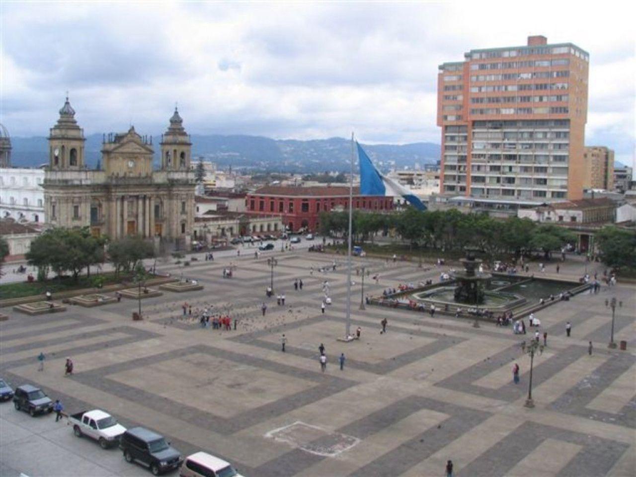 El laberitno esta diseñado en base al Parque Central en la ciudad de Guatemala, te dejo una foto