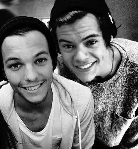La foto e il tweet sono perfettamente innocenti, ma Louis sa che manderà le fan in visibilio