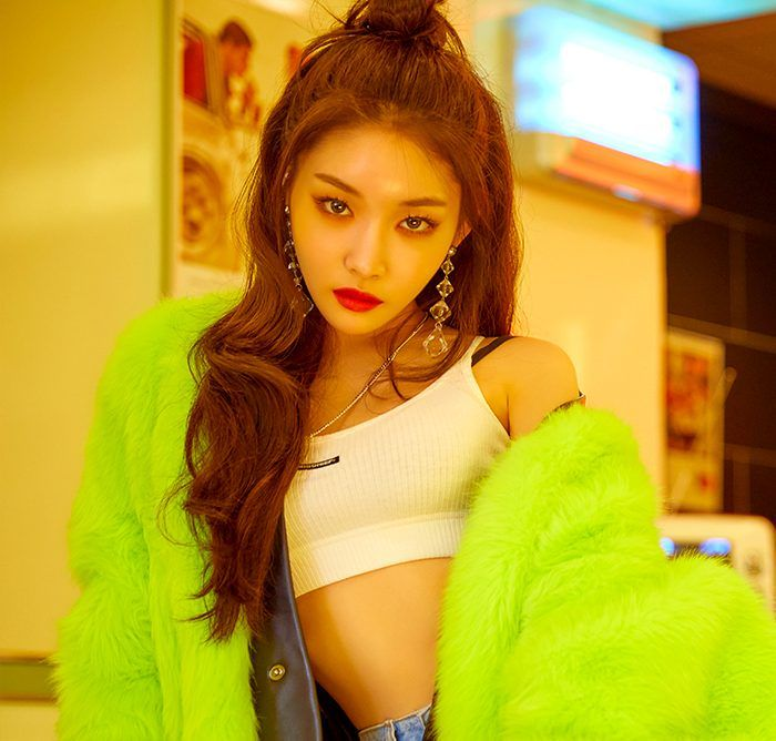 "RO5E's dancing machine Jeon Soojin who debuted as a soloist before the group was formed is finally making her long awaited solo comeback! She made her solo debut back in 2018 on September 20th with her 1st mini album ""Hands on Me"" produced by Zeni..."