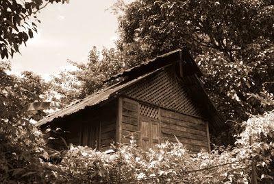 Pemandangan rumah itu boleh kubayangkan seperti rumah seorang pembunuh yang kejam