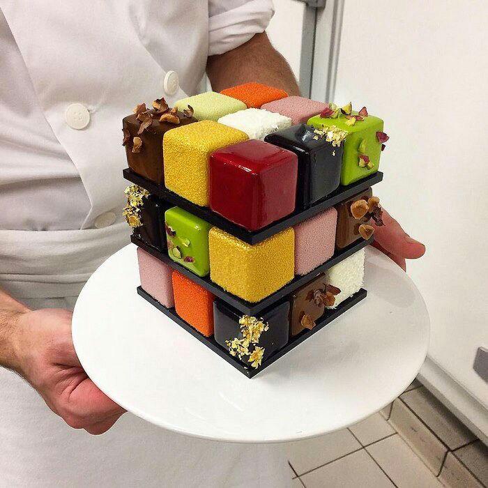 Bánh ngọt rubik hay bánh ngọt ma phương tên gốc là rubiks cube cake do đầu bp bánh ngọt Pháp nổi ting - Cédric Grolet sáng tạo