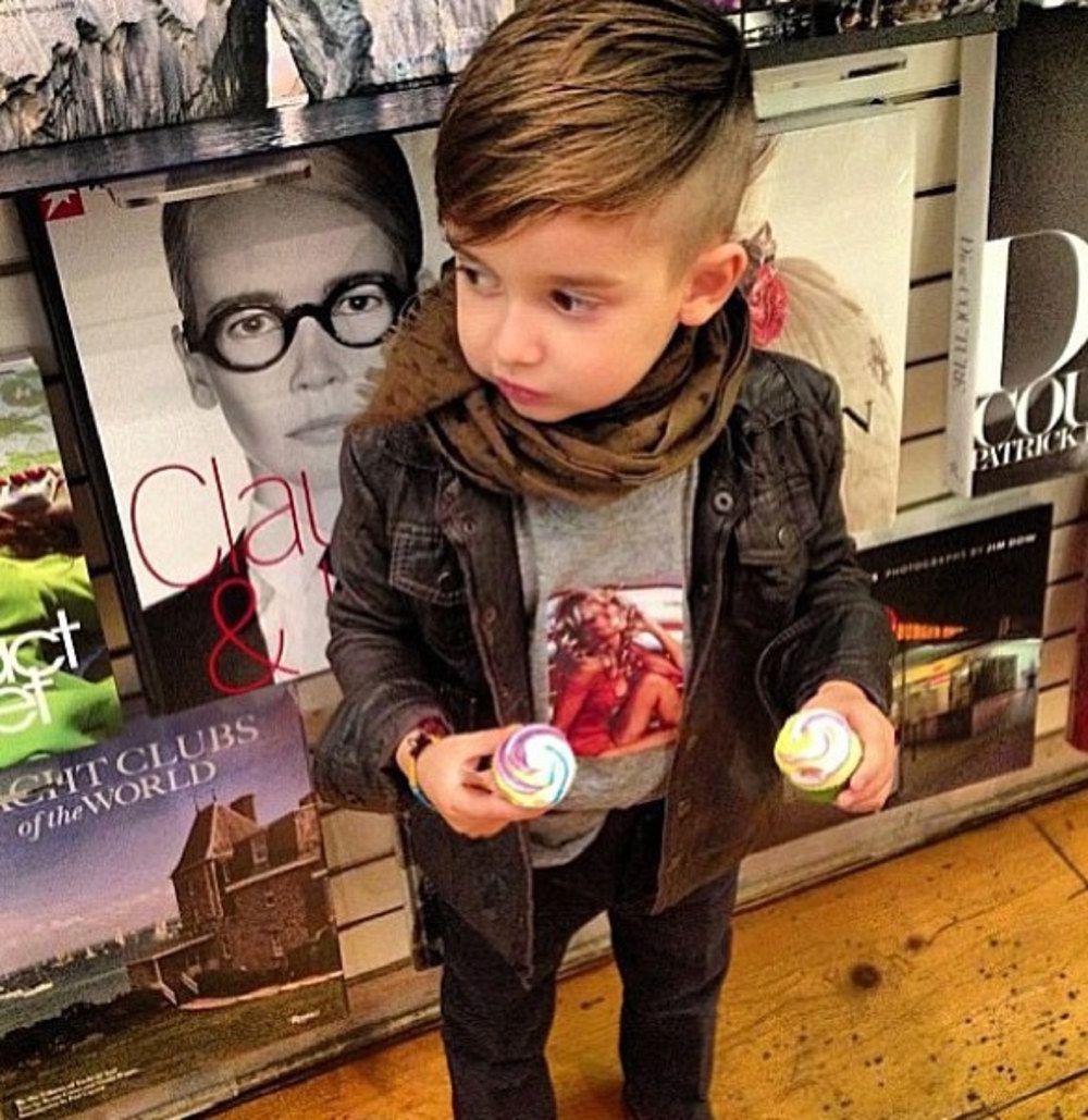 На первой фотографии Джордан был шести лет и такой милый!!!