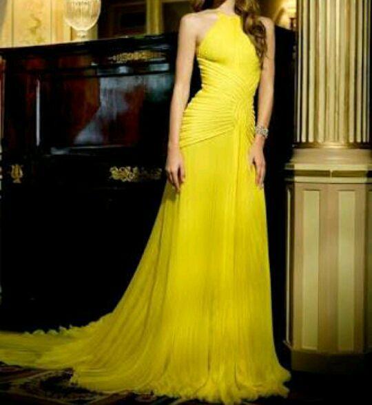 Admito que ver aquele vestido me alegra de uma certa forma