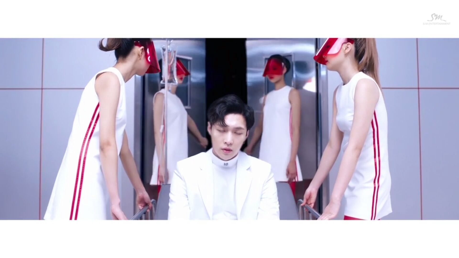 Lay: saya kat mana ni? Kenapa kepala saya macam berpusing je ni?