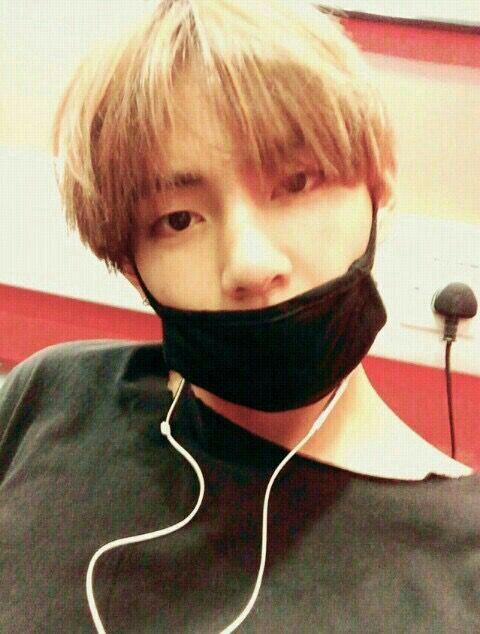 : -_- tự luyến vậy vui hông ?Taehyung : Trai đẹp đang ở thư viện rồi   Taehyung đã gửi cho bạn 1 hình ảnh