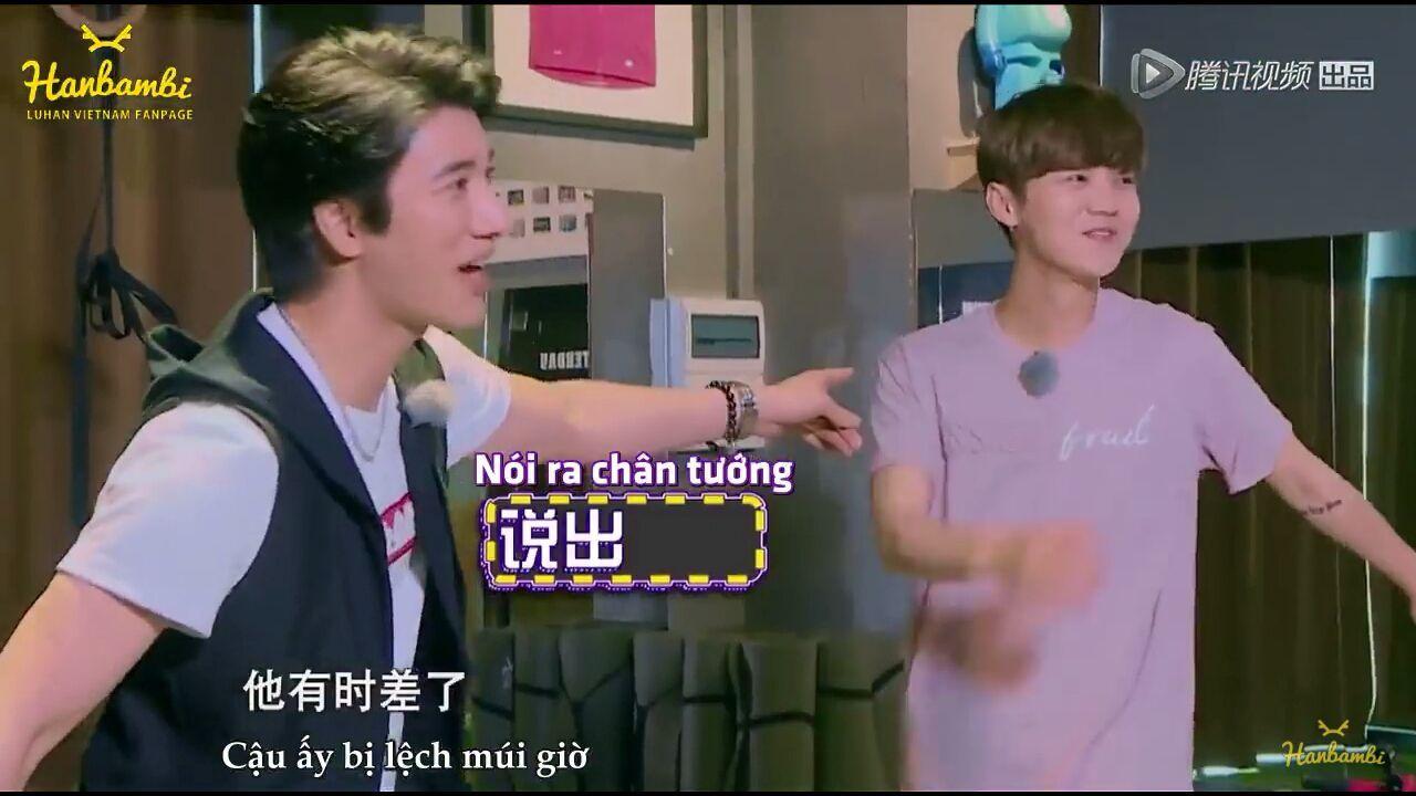 Vương Lực Hoành trêu Luhan và Luhan nói rằng anh ấy đang ở Cộng Hòa Séc
