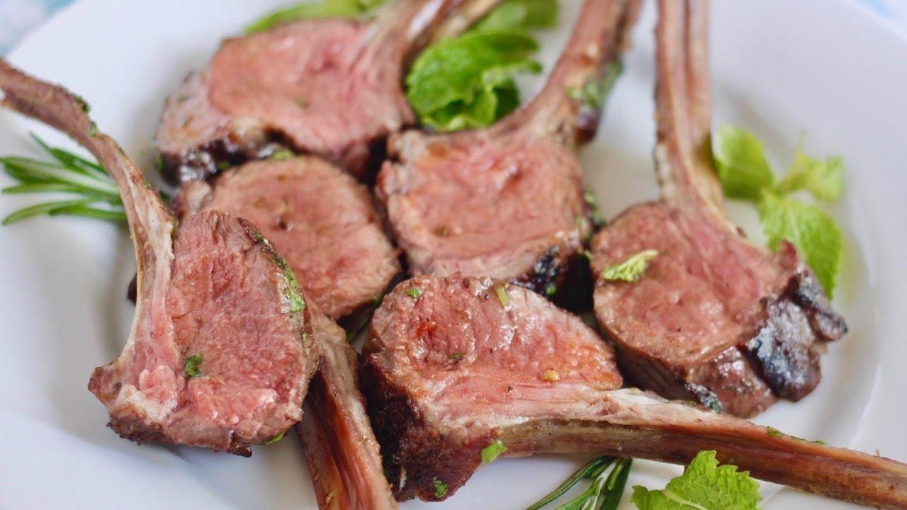 Dẻ sườn cừu là một ming thịt cừu được cắt vuông góc với cột sống dính liền với xương sườn và bao gồm 16 xương sườn hoặc sườn ming