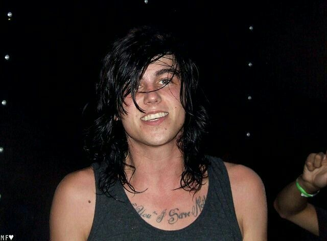 """It's nature! I would never judge you for something like that, besides, you never made fun of my acne! Why would I even care? You're beautiful inside and out! You're my special girl, Y/N!"""", Kellin says"""