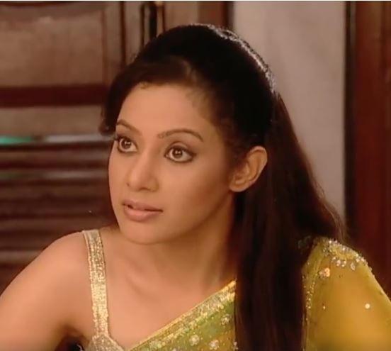 Nayantara (Dev's wife): 24 years old