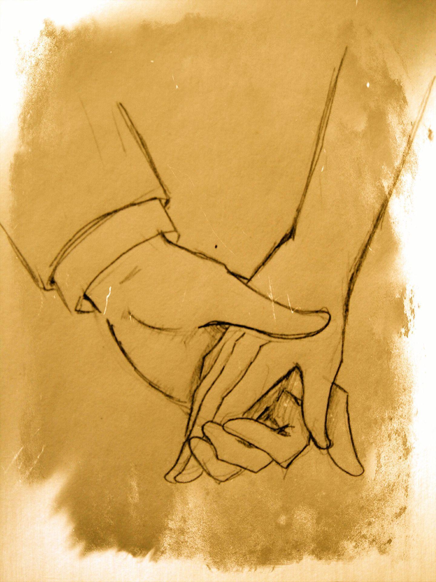 Levantó la mano que sostenía y la llevo a sus labios