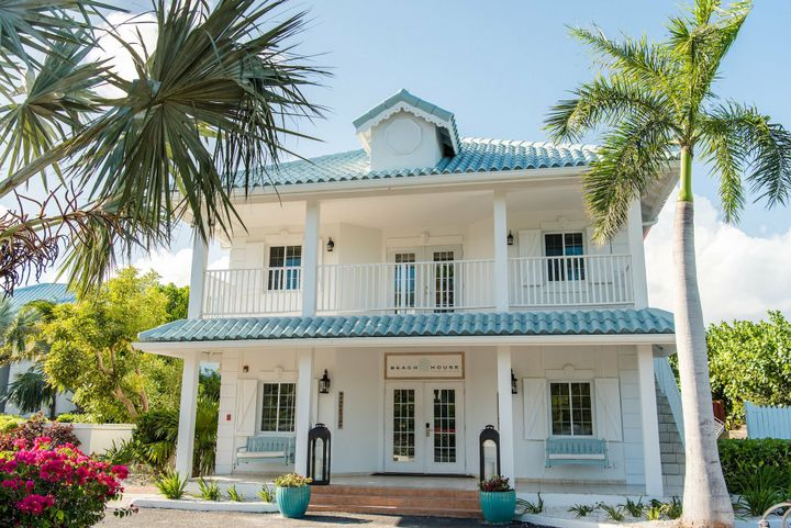 Forty-five minutes they reached there destination and Louis parked outside the beautiful beach house that his mom has owned since he was eight years old