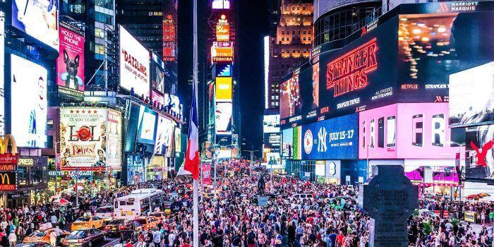 Ito siguro ang isa sa dahilan kung bakit isa ang Times Square sa most visited attractions in the world