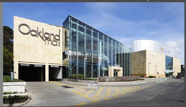 La pelea en donde conocen los soldados de la elite a Silver Esgrima es en el centro comercial de Okland Mall, te dejo una foto