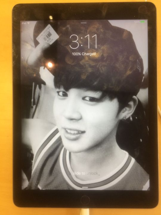 I was at the shopping centre and we stopped at the Apple Store and I did this