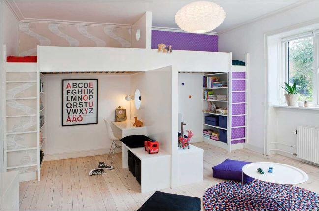 Giường được thiết kế ở trên tần, phía dưới là khoảng không gian thoải mái