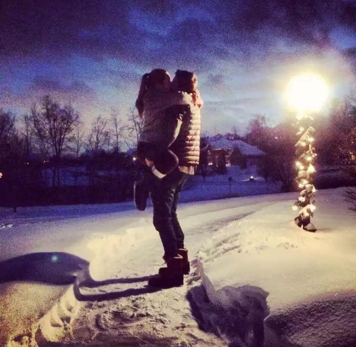 Картинки на аву парень и девушка зимой