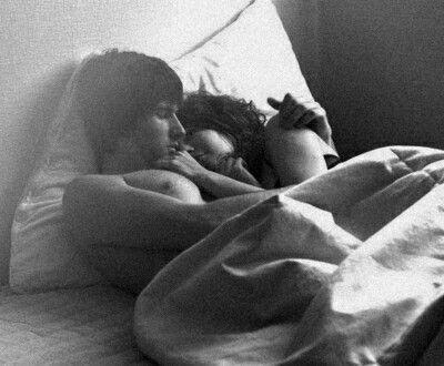 Ce fut si bon, il m'a fais l'amour tout en douceur et avec tendresse puis nous sommes endormi l'un contre l'autre, nus comme des vers