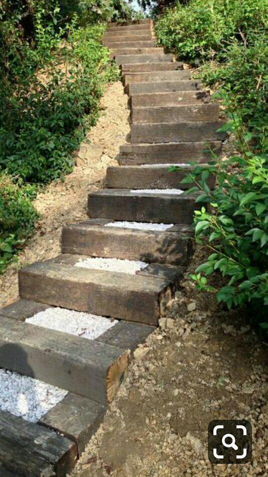 Sang penguasa jagat Golden Eagle Grup itu terdiam seribu bahasa sambil meneguk liur, saat melihat puluhan anak tangga dari batu yang mengarah naik ke atas bukit