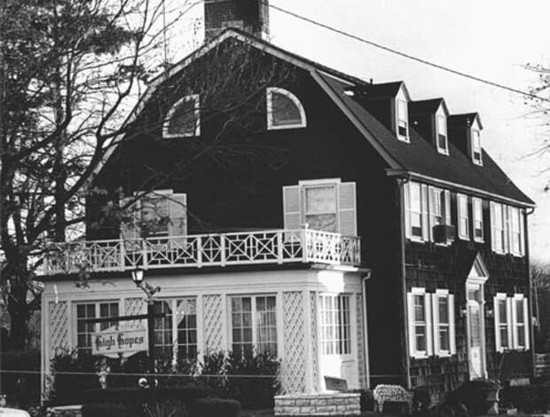 Men zegt dat deze gruweldaden gezorgd hebben voor het ontstaan van paranormale activiteiten in het Amityville huis