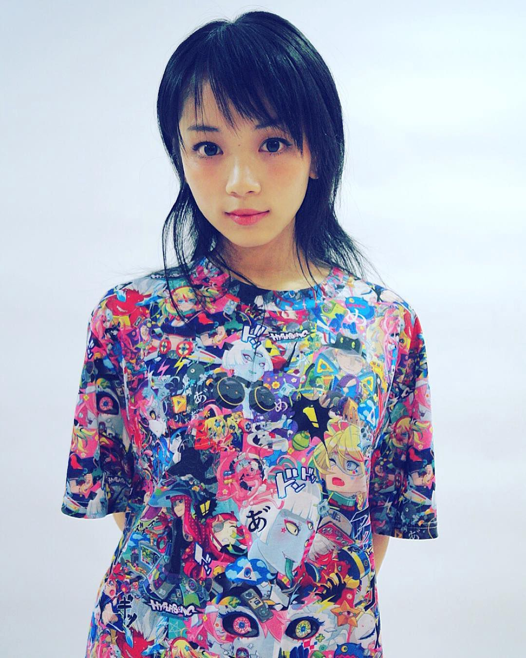 Model YURA wearing a HYPERSONIC music club T-shirt, as part of a collaboration between artist Hiroyuki-Mitsume Takahashi, jp fashion brand galaxxxy, and Crunchyroll Japan