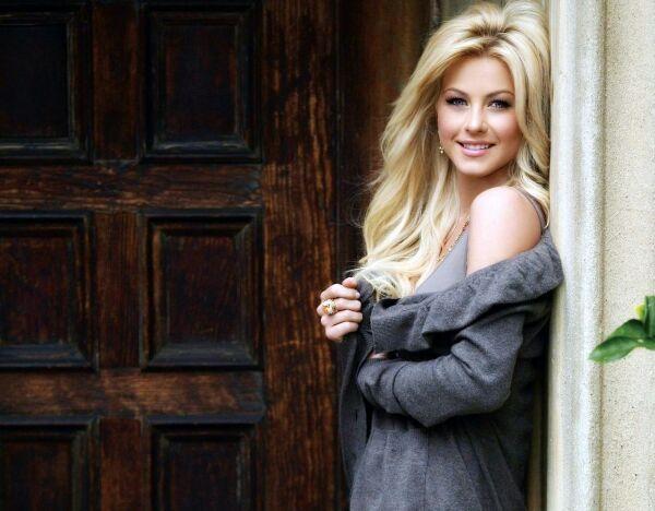 Красивая блондинка фото
