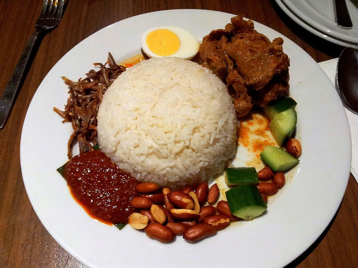 malaysia famous food nasi lemak Poh's nasi lemak audio when i was still living in malaysia and in primary school, nasi lemak is what i had for this week's top food tv.