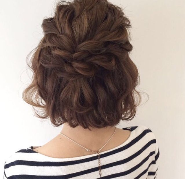I found a short hair style inspiration thread on Instagram and I thought it was really cute! I have short hair and I'm planning on doing some of these styles when school starts