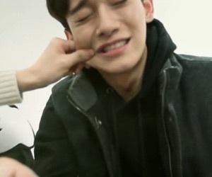 °Te gustaría molestarlo apretando sus mejillas y demás, a Chen no le fascina que lo hagas, pero te dejaría ya que le parecería tierno