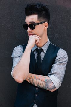 #brendon #brendonurie #fanfiction #inediting #love #panicatthedisco #student #teacher #teacherxstudent