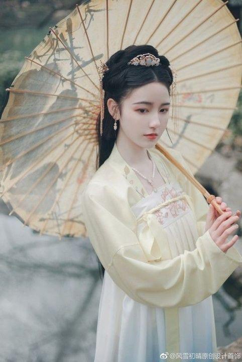 Birth Name: Chen HuaSkills: Fan DancingCrush: Lan Xichen (not really)