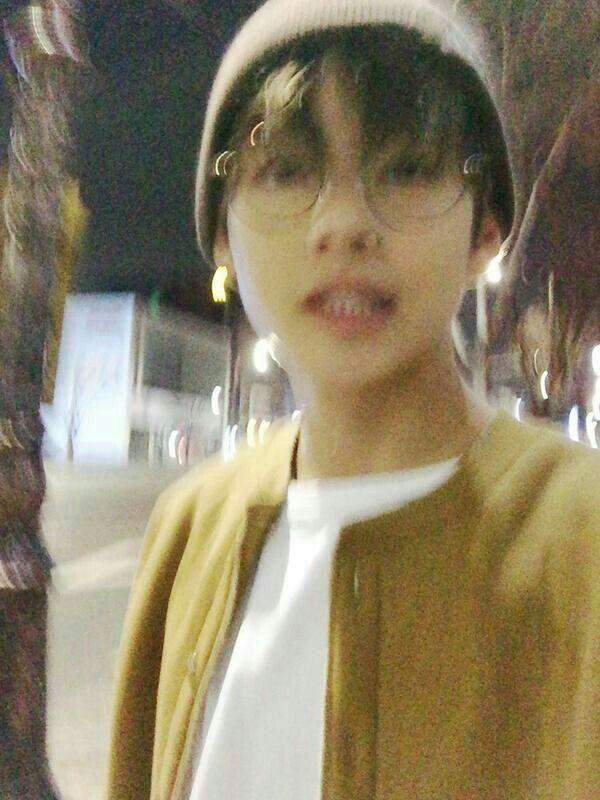 Bạn nhận được 1 tin nhắn:Taehyung : Tôi đến trước nhà em rồi nèMin Hee   : Không cần phải đón tôi vậy đâu, đợi chút, xuống liền đây  Taehyung đã gửi bạn 1 hình ảnh :