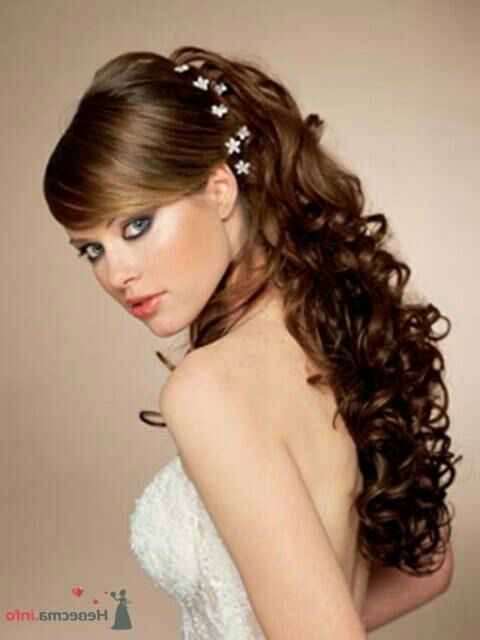 Выпускная прическа на средние волосы с челкой
