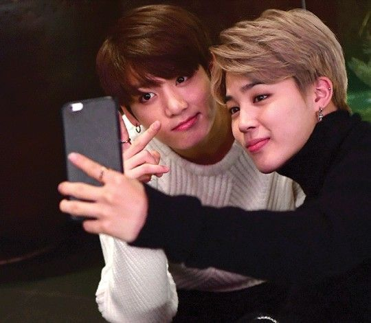 DAY FOUR: Jimin looking really cute when Jungkook went into the audience and took selfies with fans|
