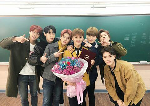 And congrats to NCT'S Mark! Congratulations on graduating school baby! We love you!