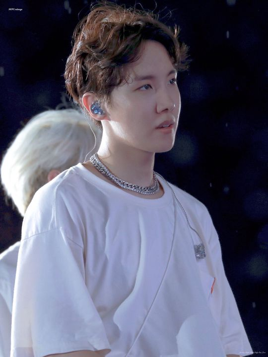 calling him beautiful and/or ethereal is honestly NOT enough to describe hoseok's outstanding figure and body, personality etc