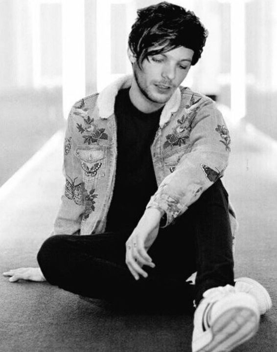 Liked by 5secondsofsummer, Falloutboy, TwentyOnePilots and 856,924 othersBBCRadio: Louis Tomlinson (24) was found in the river near his house this morning, and it was pronounced a death by suicide